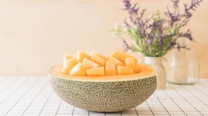Jangan Dibuang! Simpan Kulit Melon, Manfaatnya Luar Biasa untuk Wajah