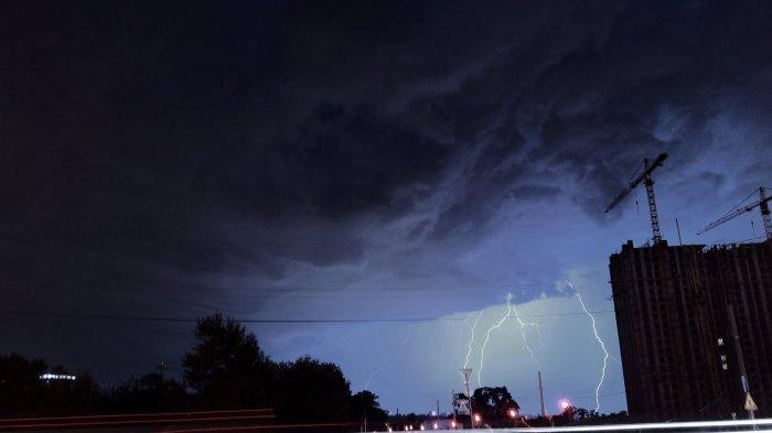 Peringatan Dini BMKG Kamis, 2 Juli 2020: Waspada Cuaca Ekstrem di 19 Wilayah