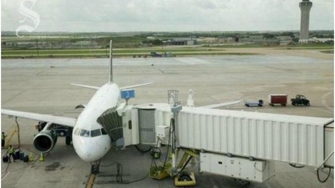 Seorang Pria Tewas Tertabrak Pesawat di Landasan Pacu Bandara Austin-Bergstrom