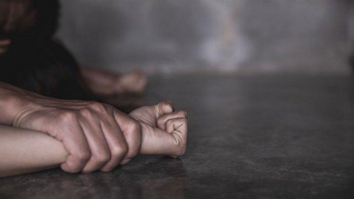 Kini Peluk Erat Bayinya Wanita Gangguan Jiwa Diperkosa Bergantian di Depan Anaknya hingga Hamil
