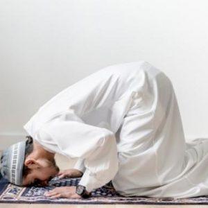 Mulai Niat hingga Doa Tata Cara Shalat Istikharah & Bacaannya