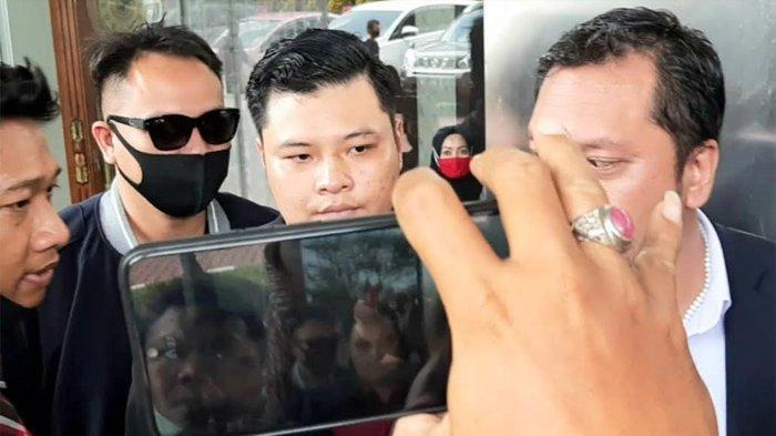 Sebelum Datang menuju Kejaksaan Vicky Prasetyo Titip Anak menuju Raffi Ahmad Kepikiran Bakal Ditahan