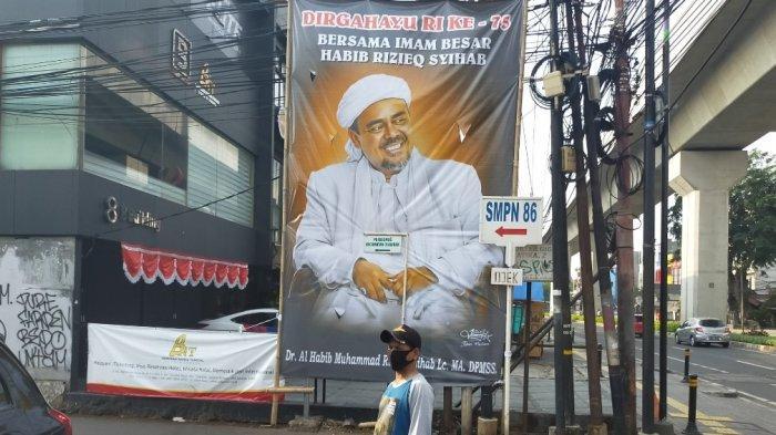 Spanduk & Baliho Rizieq Shihab Muncul di Jalanan Jakarta Jelang HUT RI