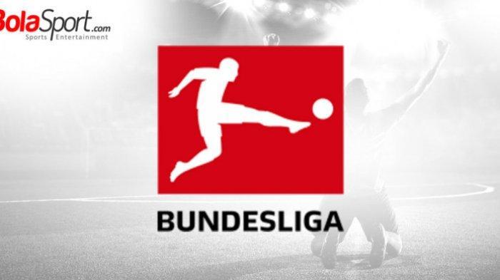 VIDEO – GOL Unik Sliding Tackel dari Tengah Lapangan Pemain Karlsruher Bungkam Leverkusen